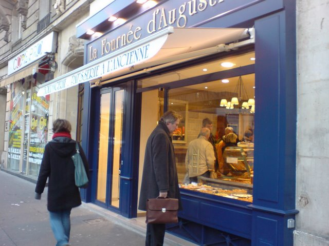 Fournee dAugustin. Great boulangerie au Place de la Nation